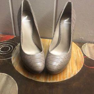 Elegant BrianAtwood size7 tan heels